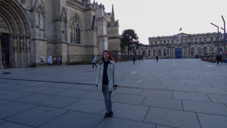 На фоне собора