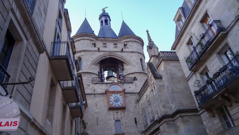 Колокольня - еще один архитектурный памятник XIII века. Сначала здесь прорубили ворота для паломников, а потом сверху надстроили место для колокола