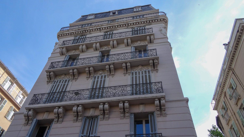 Классическое французское здание