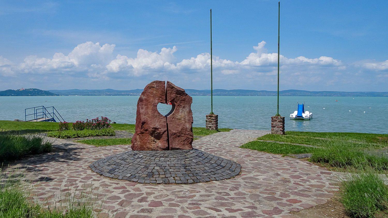 """Эта скульптура называется """"Сердце Балатона"""""""