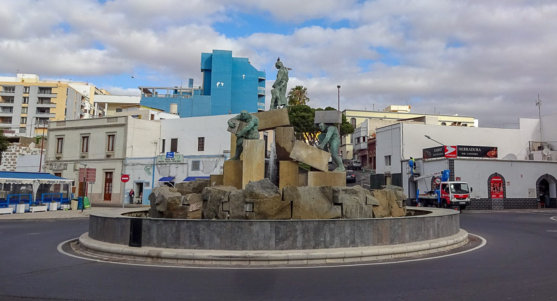 Скульптурная группа на набережной