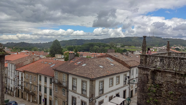 Вид с площади у собора на нижний уровень города