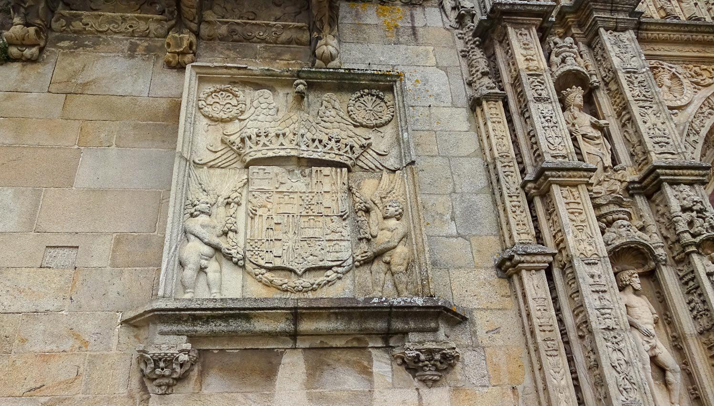 Каменный герб