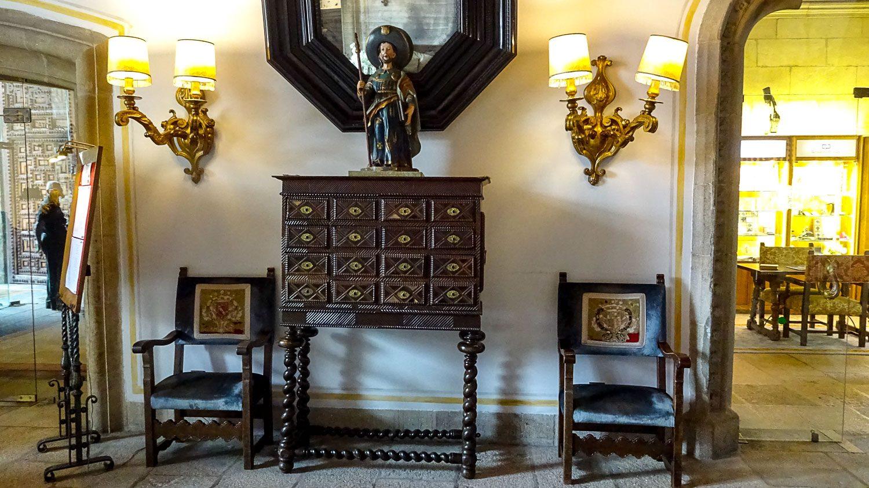 Внутри Hostal de los Reyes Catolicos