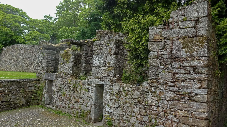 Часть старой стены