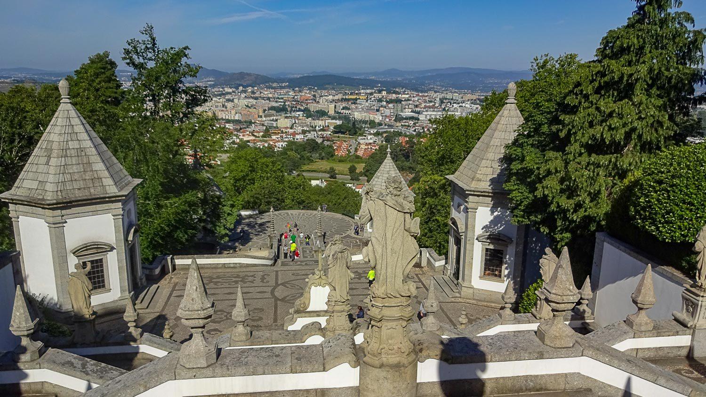 Вид на лестницу и город