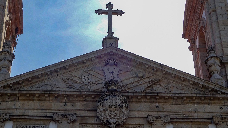 Крест крупным планом