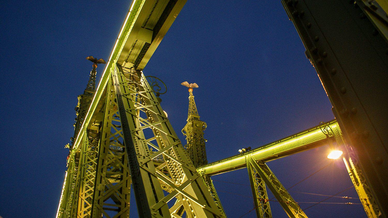 Мост Свободы вечером