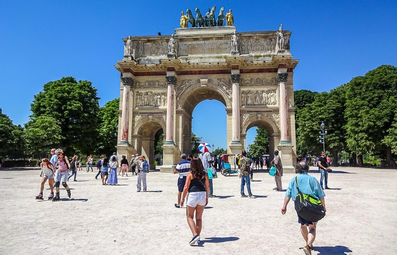Триумфальная арка на площади Carrousel
