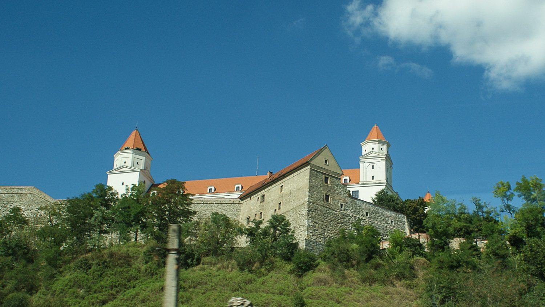 Вид на Братиславский град снизу