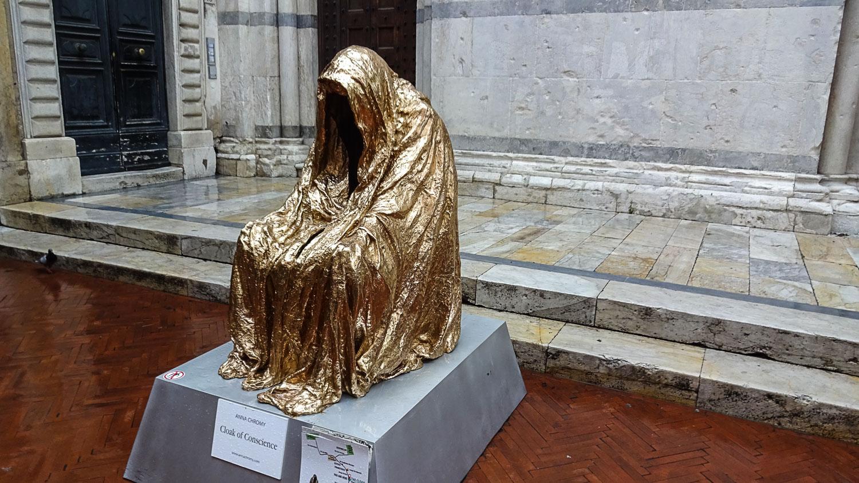 The Cloack - одна из самых известных скульптур