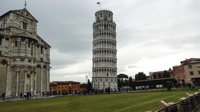 Стены в нижней части башни - больше 4 метров в толщину