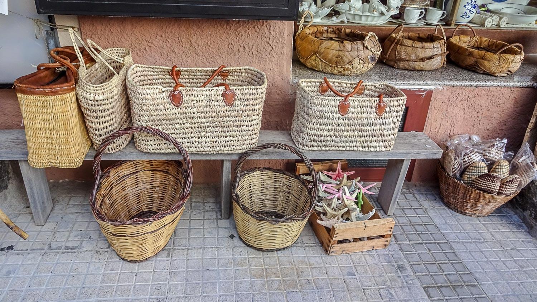На Сардинии много сувениров из пробки