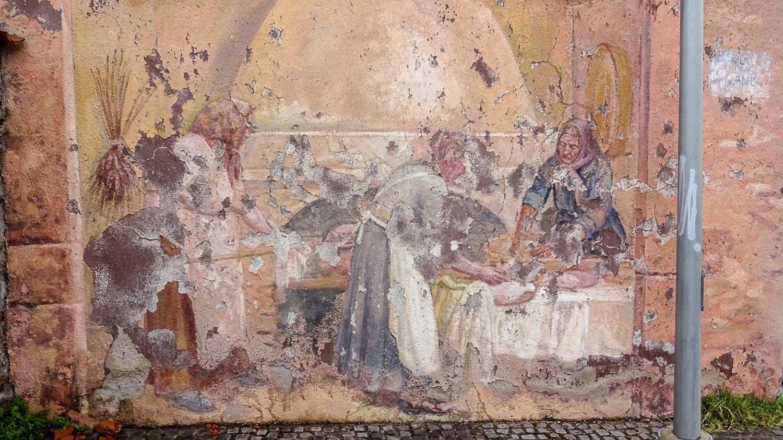 Есть и старые фрески