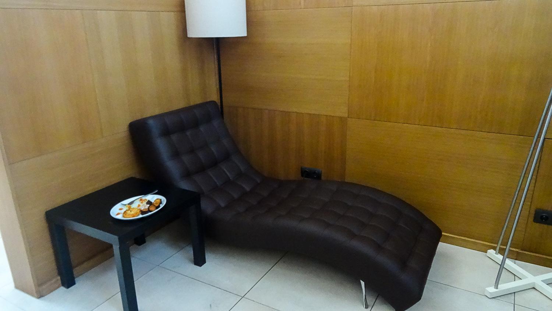 """Удобный диванчик в бизнес-зале """"Чайковский"""""""