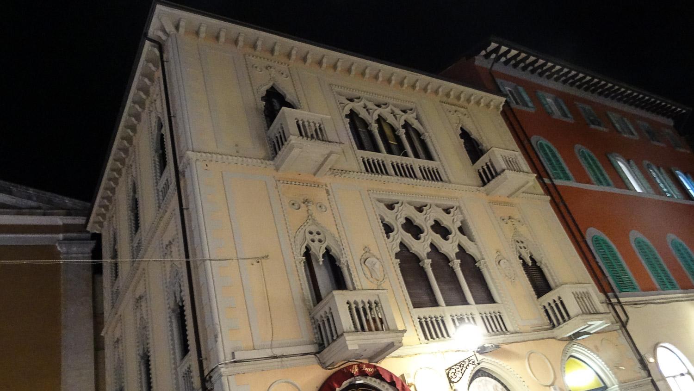 Симпатичное здание