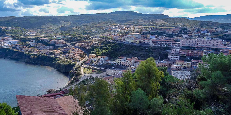 Со смотровой площадки отличный вид на Сардинию