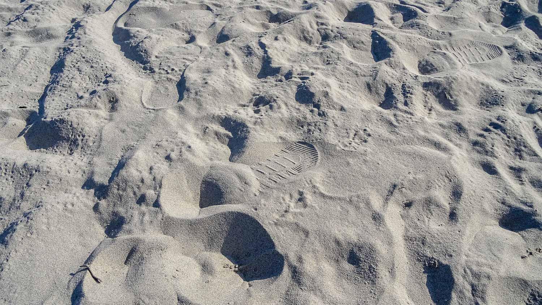 Очень светлый песок