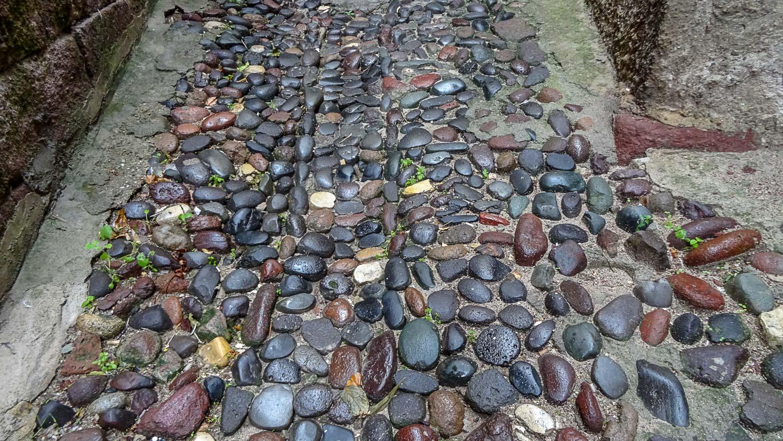 Сколько лет лежат здесь эти камни?..