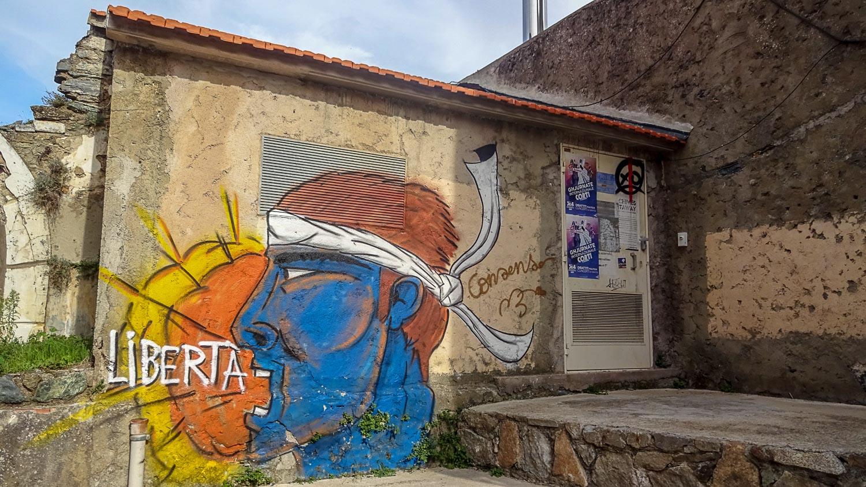 И граффити. Неожиданно