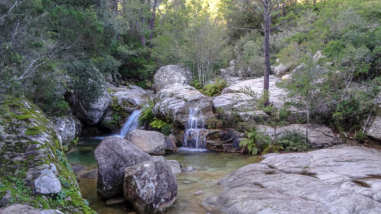 Водопады в октябре крошечные