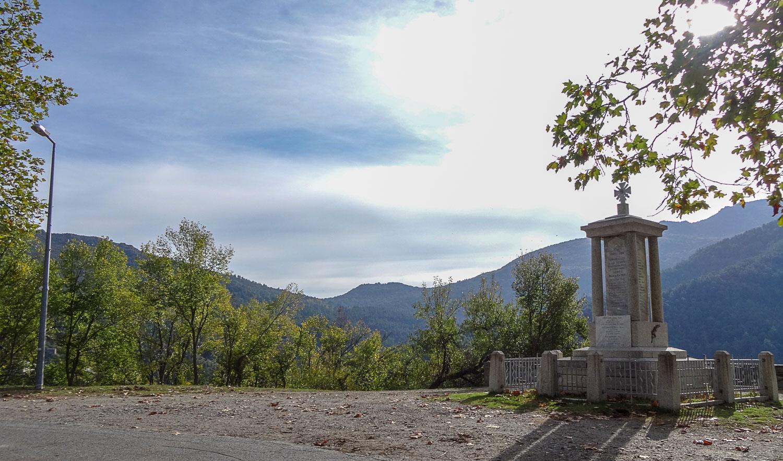 Еще одна смотровая площадка, на ней - монумент