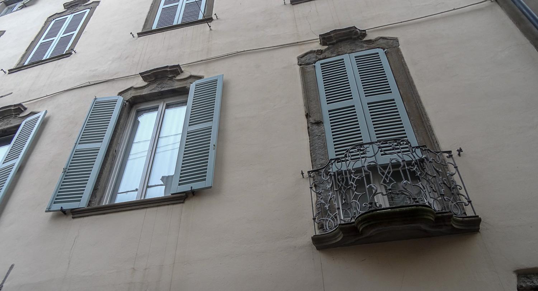 Ставни и мини-балконы