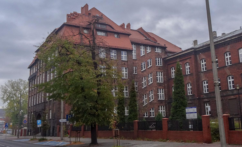 Здания из красного кирпича