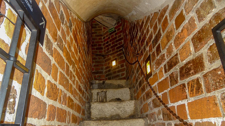 Лестница в стене ратушной башни