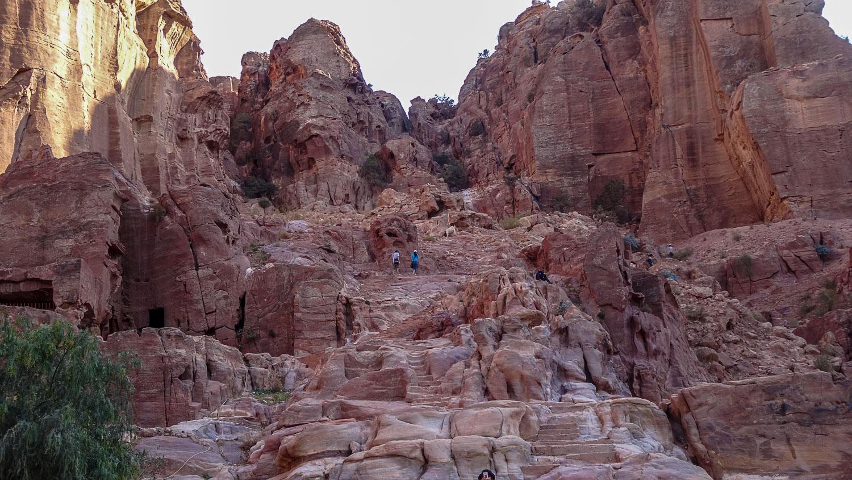 Скалы в тени