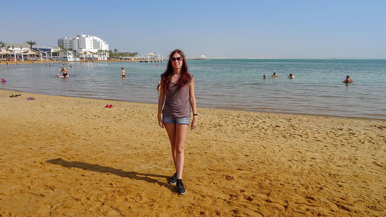Пляж просторный