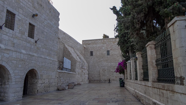 Стены базилики