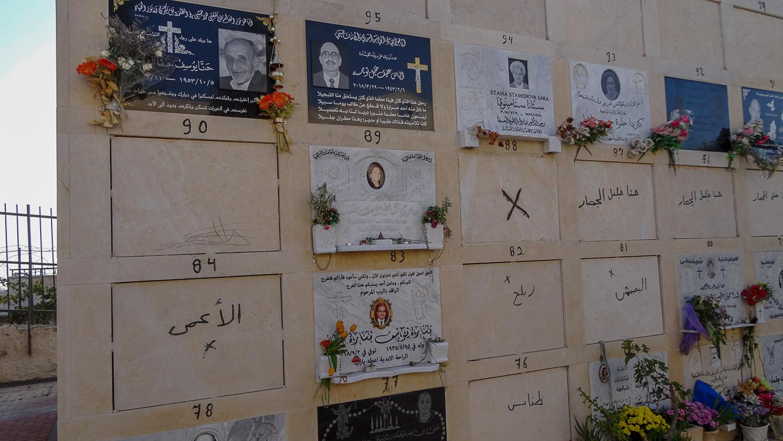 Таблички на кладбище