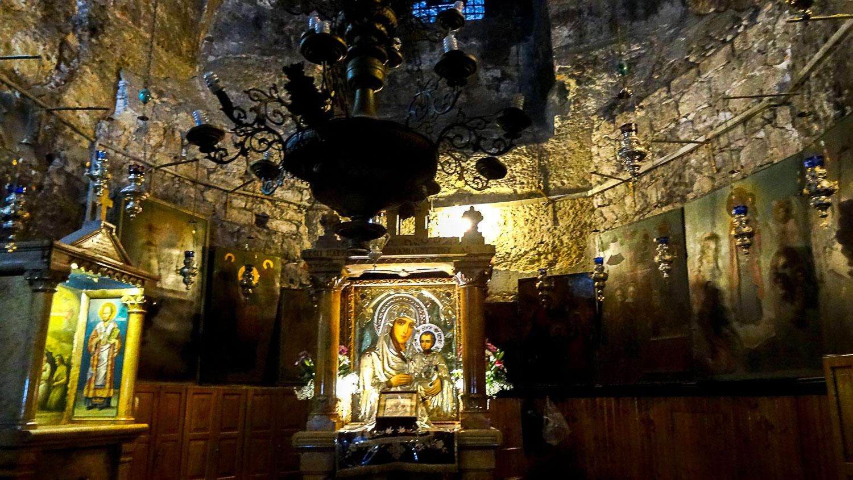 Внутри места захоронения Девы Марии