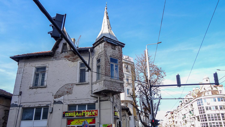 Дом с эркером-башенкой