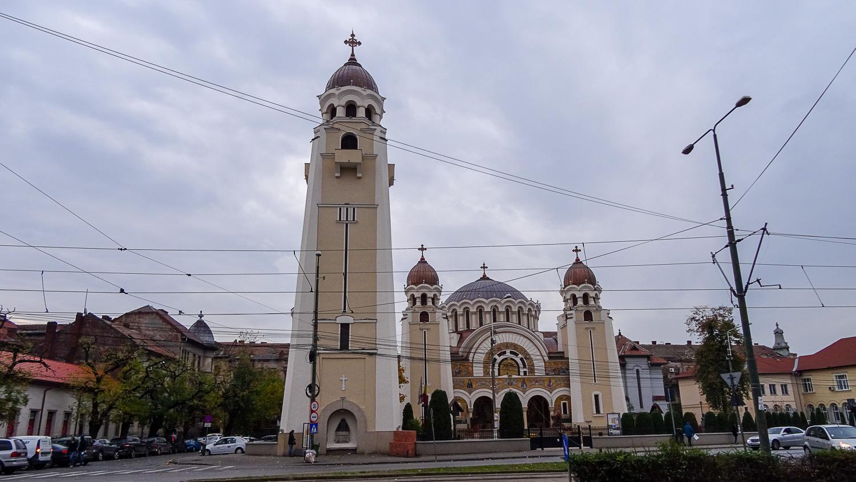 В городе есть самые разные церкви