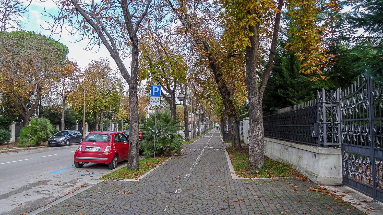 Пустая улица...
