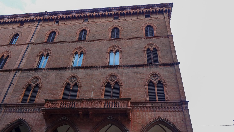 """Palazzo dei Notai: необычные орнаменты вокруг окон и милые каменные """"сосульки"""""""