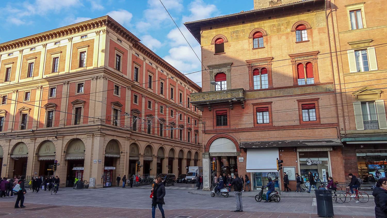 В Болонье много домов в красно-розовой гамме