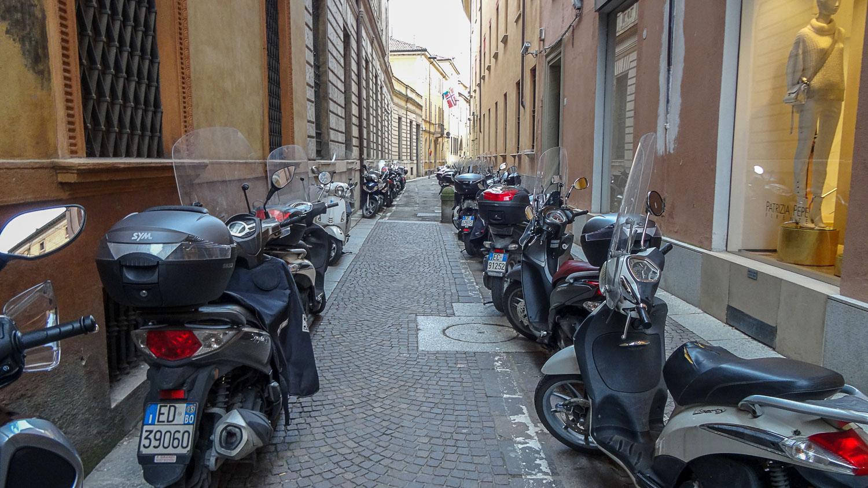 Наткнулись на явно мотоциклетную улицу