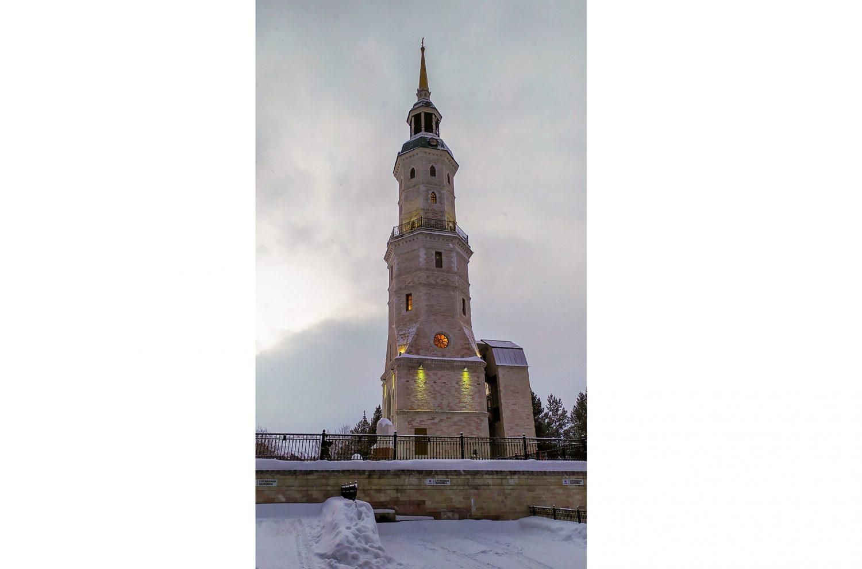 Башня-колокольня с часовней святого Иоанна Златоуста