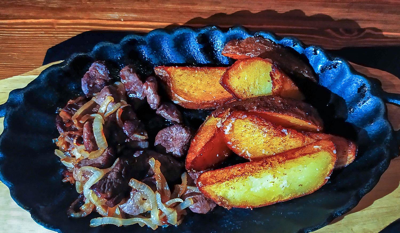 Оленина с картофелем
