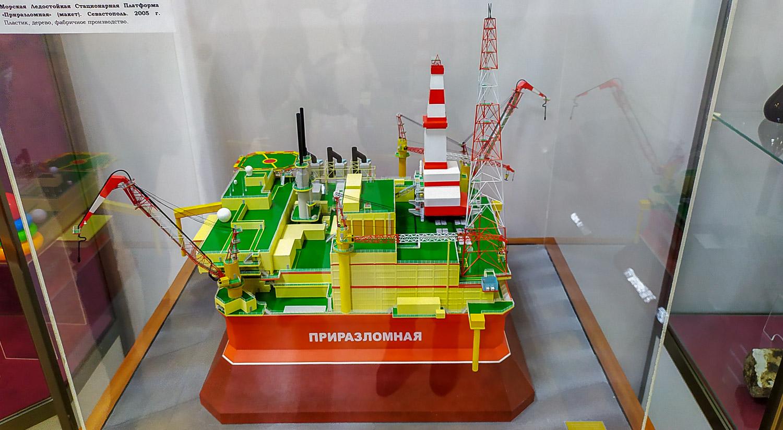 Макет нефтедобывающей платформы