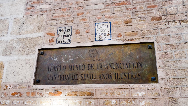Надпись на табличке: храм-музей Благовещения