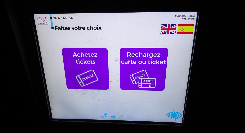 Начальный экран. Можно поменять язык на испанский или английский