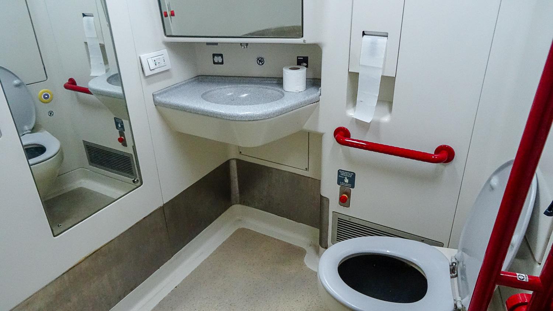 Туалет в испанском поезде