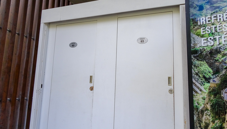 Здесь же есть бесплатные туалеты