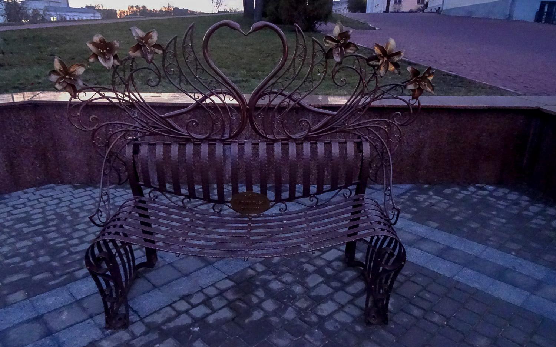 Скамейка около улицы Пушкина