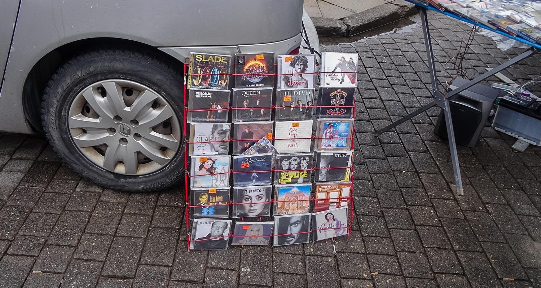 Диски! Где-то все еще продают диски!