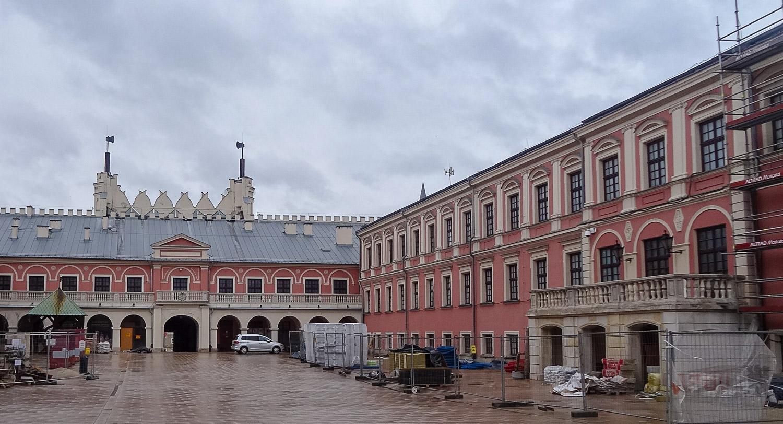 Стройка на территории замка